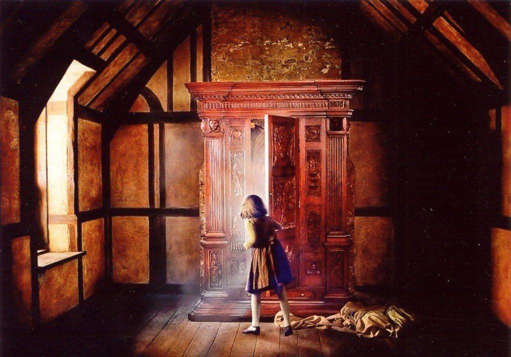 Armario de Narnia. Puerta a Narnia. Lucy Pevensie.
