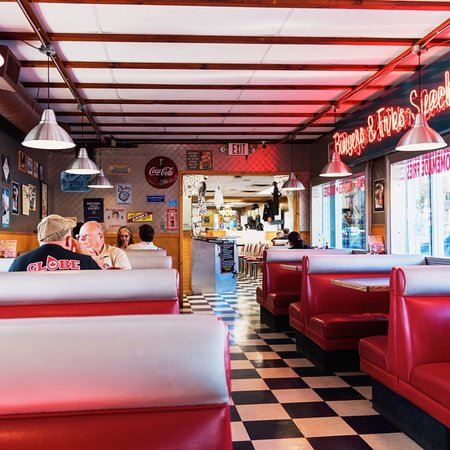 Pop's. Riverdale. Rocko's family diner. Restaurante.